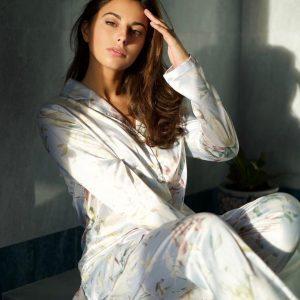 Pijama satín flores manga larga